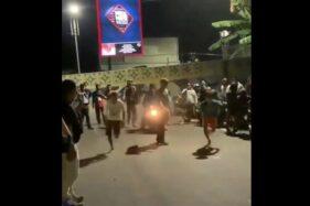 Tangkapan layar video aktivitas balap lari di kawasan Kota Barat, Solo, Minggu (13/9/2020) malam. (Instagram @infobalaplarisolo)