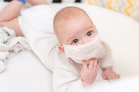 Ilustrasi bayi bermasker. (Freepik)
