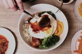 Makanan Korea Selatan, healthy bibimbap ala Arumi Bachsin (Youtube/Arumi Bachsin).
