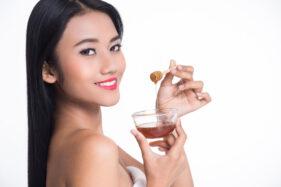 Madu merupakan salah satu bahan alami untuk mengatasi bibir pecah-pecah (ilustrasi/freepik)