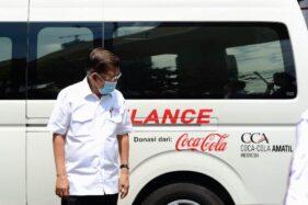 Jusuf Kalla saat serah terima satu unit mobil ambulans bantuan dari Coca-Cola pada Kamis (24/9/2020). (istimewa)