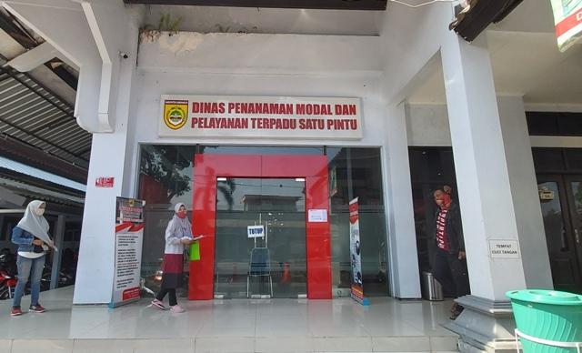 Kantor Dinas Penanaman Modal dan Perizinan Terpadu Satu Pintu (DPMPTSP) Sukoharjo tutup pada Jumat (11/9/2020). (Solopos.com-Indah Septiyaning W.)