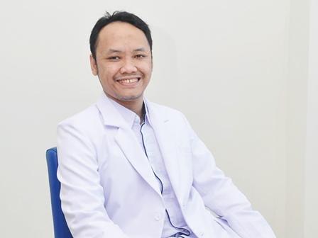Dokter spesialis ortopedi RS Triharsi Solo, dr. Hendra Cahya Kumara, Sp.OT (K), M.Kes (istimewa)