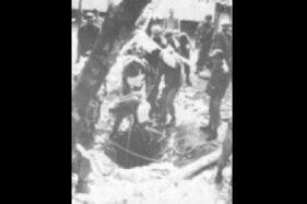 Pengangkatan jenazah korban Peristiwa G30S di Lubang Buaya. (Wikimedia.org)