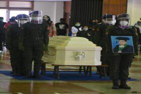 Upacara persemayaman Prof. Dr. dr. Ag. Soemantri, Sp. AK, S.Si. digelar di Auditorium Undip, Pleburan, Kota Semarang, Selasa (22/9/2020). (Istimewa/Humas Undip)