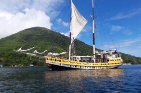 Kapal layar Arka Kinari akhirnya tiba di titik persinggahannya di Banda Naira Kecamatan Banda, Kabupaten Maluku Tengah, Maluku. (istimewa)