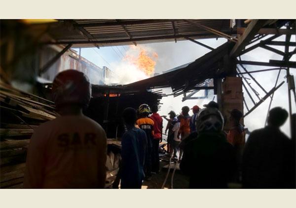 Api Lalap Gudang Kayu di Cemani Sukoharjo, Begini Penampakannya