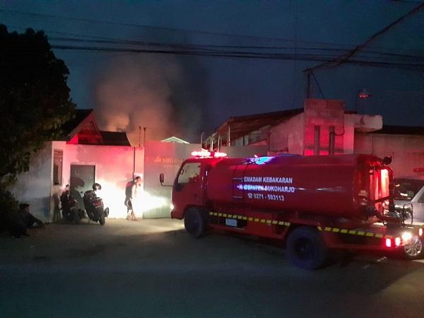 Pabrik Pembuat Bahan Baku Spring Bed Di Telukan Sukoharjo Terbakar, Penyebab Belum Diketahui