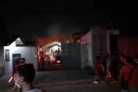 Kebakaran Pabrik Telukan Sukoharjo: Banyak Bahan Mudah Terbakar Bikin Api Sulit Padam