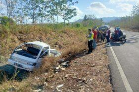 Braaakkk... Sopir Tewas Terlempar dari Mobil di JLS Wonogiri