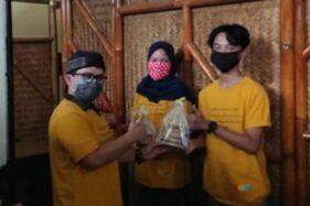 Pemenang mendapat piala, piagam, dan uang pembinaan dari Balai Bahasa Provinsi Jawa Tengah yang diserahkan oleh Kepala Balai Bahasa Provinsi Jawa Tengah di Balai Desa Lerep, Ungaran, Jumat (25/09/2020) (Istimewa/Balai Bahasa Provinsi Jateng)
