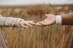 Masih Sayang, Ini 6 Tanda Mantan Kekasihmu Masih Belum Move On