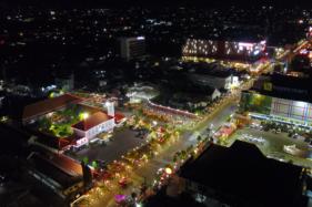 Kemerlap lampu di Jl. Pahlawan, Kota Madiun pada malam hari, menjadikan kawasan tersebut jadi jujukan masyarakat. (Istimewa/Pemkot Madiun)