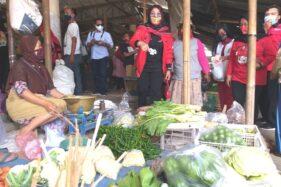 Cabup nomor urut 1, Sri Mulyani, blusukan ke Pasar Keden, Pedan, Klaten, Rabu (30/9/2020). (Solopos.com-Ponco Suseno)
