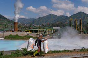 Instalasi sumur Geothermal atau panas bumi di kawasan dataran tinggi Dieng Desa Kepakisan, Batur, Banjarnegara, Jawa Tengah, Rabu (19/8/2020). (Antara)`