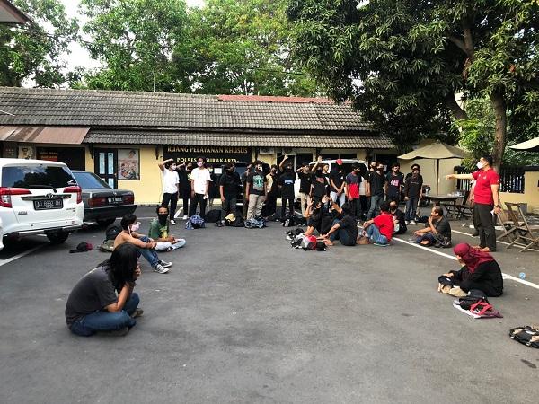Dibubarkan Dan Puluhan Orang Ditangkap Polisi, Massa Ini Ternyata Hendak Demo di DPRD Solo