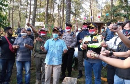Perhutani Apresiasi Komunitas Tebar Benih Ikan dan Lepaskan Burung di Hutan Gunung Lawu