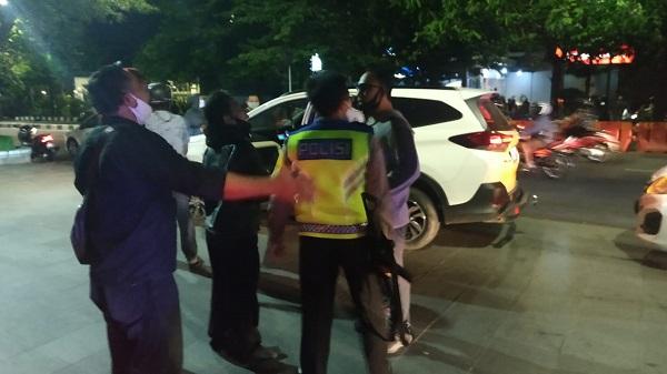 Ngeyel! Massa di Plaza Manahan Solo Dibubarkan Polisi Pakai Tembakan Peringatan