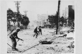 Pasukan Amerika Serikat terlibat pertempuran di Seoul, September 1950. (Wikimedia.org)