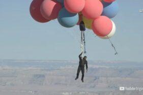 Pesulap David Blaine Terbang hingga Ketinggian 7.500 Meter, Terus Turunnya Gimana?