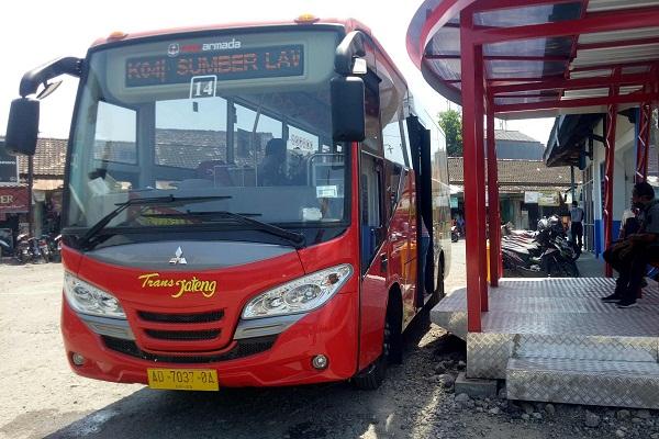 Bus Trans Jateng menunggu datangnya penumpang di Terminal Sumberlawang, Selasa (1/9/2020). (Espos/Moh. Khodiq Duhri)