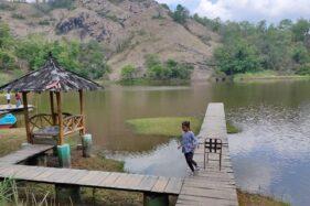 Pengunjung masuk ke Wisata Telaga Claket, Sendang Ijo, Selogiri, Wonogiri, Senin (7/9/2020). (Solopos/Rudi Hartono)