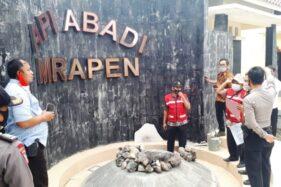 Petugas ESDM dan kepolisian serta Pemerintah Desa Manggarmas dan Kecamatan Godong mengecek kondisi Api Abadi Mrapen.(Istimewa/Pemerintah Kecamatan Godong)