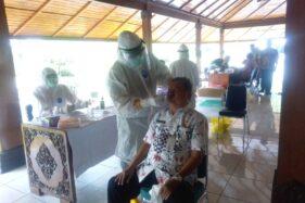 Aparatur Sipil Negara (ASN) di lingkungan Setda Grobogan menjalani swab tes, di pendapa kabupaten, Kamis (1/10/2020). (Solopos.com/Arif Fajar Setiadi)