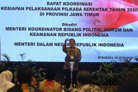 Menteri Dalam Negeri Tito Karnavian saat Rapat Koordinasi Kesiapan Pelaksanaan Pilkada Serentak Tahun 2020 di Surabaya, Jawa Timur, Jumat (26/6/2020). (Antara-Moch. Asim)