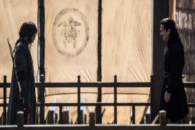Foto aktor Jang Hyuk dan Joe Taslim saat beradu akting dalam film The Swordsman, Senin (12/10/2020). (Opus Pictures)