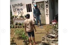 Coret Tembok Saat Tagih Utang, Debt Collector & Pemilik Adu Mulut