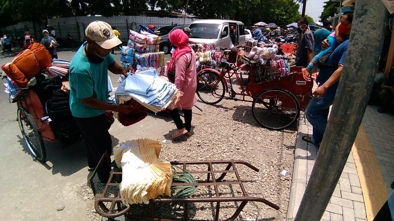Pindahan Pedagang Pasar Klewer, Angkut Dulu Ongkos Belakangan