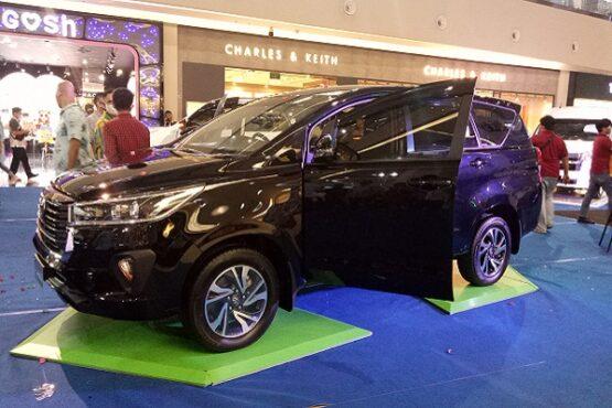 Peluncuran New Fortuner dan New Kijang Innova di Solo Paragon Mall, Kamis (15/10/2020). (Solopos.com-Farida Trisnaningtyas)