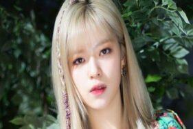 Foto Jeongyeon Twice dalam video musik More and More, Minggu (18/10/2020). (Koreaboo.com)