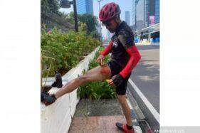 Pesepeda yang terluka karena berusaha mempertahankan telepon genggamnya dari penjambret di kawasan Bundaran HI, Selasa (19/10/2020). (Antaranews/Unggahan Facebook Nugroho Wonoadi)