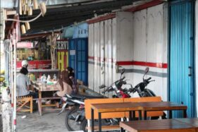 Deretan kios di sisi timur Stasiun Klaten selama 30 tahun terakhir dimanfaatkan warga untuk membuka usaha dengan sistem sewa kepada PT KAI sebagai pemilik aset. Foto diambil Rabu (21/10/2020). (Solopos-Taufiq Sidik Prakoso)