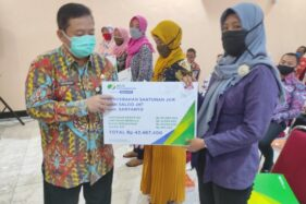 Di Tengah Pandemi, 10 Ahli Waris Perangkat Desa Dapat Santunan Rp42 Juta