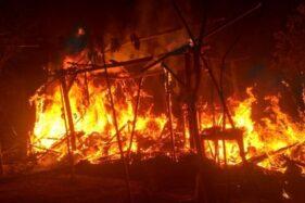Kebakaran di rumah Dimun, warga Dusun Bandung RT 001/RW 004, Desa Miri, Kecamatan Kismantoro, Wonogiri, Kamis (22/10) malam. (Solopos.com/Istimewa)