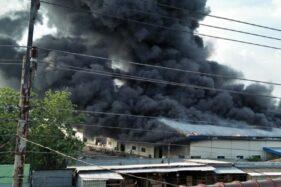 Pabrik sepatu dan tas di Kalijambe, Sragen, terbakar, Sabtu (24/10/2020) sore.