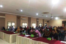 Seratusan pelaku UMKM yang tergabung dalam Paguyuban Gading Sukowati mendapat sosialisasi tentang Gerakan Bu Mirah di Aula Sukowati Setda Sragen, belum lama ini. (Istimewa/Haryanti)