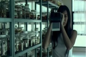 Foto salah satu adegan di film Shutter, Senin (26/10/2020). (Youtube Himanshu)