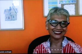 Salah satu inisiator Gerakan Solidaritas Sejuta Tes Antigen Untuk Indonesia Natalia Soebagjo menyampaikan pernyataan saat peluncuran gerakan itu lewat aplikasi Zoom, Rabu (28/10/2020). (Espos/Tri Rahayu)