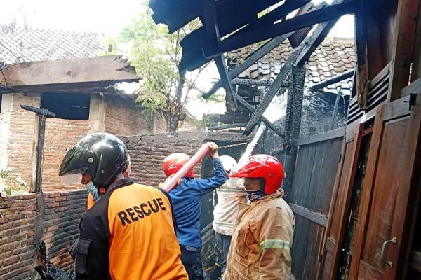 Akibat Bakar Sampah, Dapur Rumah Warga Sidoharjo Sragen Kebakaran