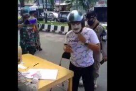 Video seorang pria pakai masker wajah viral di media sosial (Foto: facebook)
