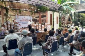 Wali Kota Madiun Maidi saat memberikan sambutan dalam pemberian cat kepada 205 rumah di Kelurahan Kejuron, Kecamatan Taman, Kamis (29/10/2020). (Abdul Jalil/Madiunpos.com)