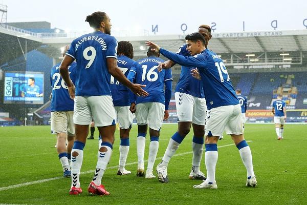 Para pemain Everton merayakan gol. (REUTERS/Jan Kruger)