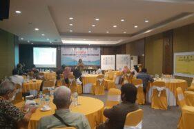 Direktur Yayasan Bambu Nusantara, Titik Sugianti memberikan penjelasan kepada peserta workshop Inisiasi Pembentukan Forum Belajar Multistakeholder di Kota Madiun, Rabu (30/9/2020). (Abdul Jalil/Madiunpos.com)