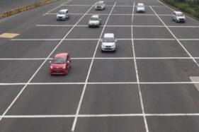 Ilustrasi kendaraan melintas di tol. (Antara)