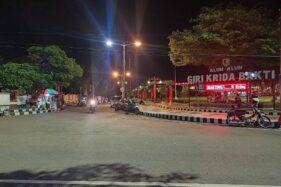 Suasana Alun-Alun Giri Krida Bakti Wonogiri pada Minggu (25/10) malam. Mulai Minggu alun-alun mulai diperbolehkan kembali untuk berjualan para PKL. (Istimewa)