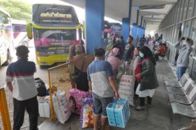 Suasana Terminal Tipe A Giri Adipura Wonogiri pada jam keberangkatan, Senin (12/10). (Solopos.com/Aris Munandar)